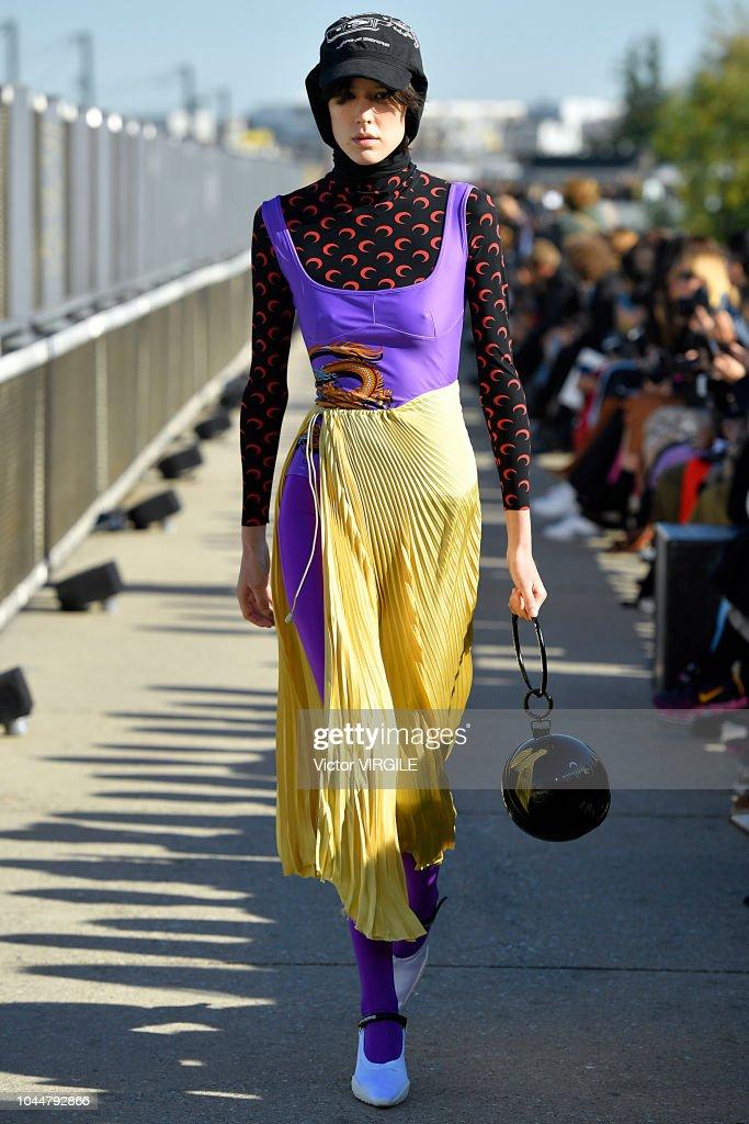 Marine Serre : Runway - Paris Fashion Week Womenswear Spring/Summer 2019 : Nyhetsfoto