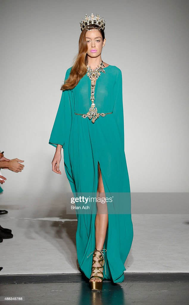 Michael Costello - Runway - Spring 2016 New York Fashion Week : News Photo