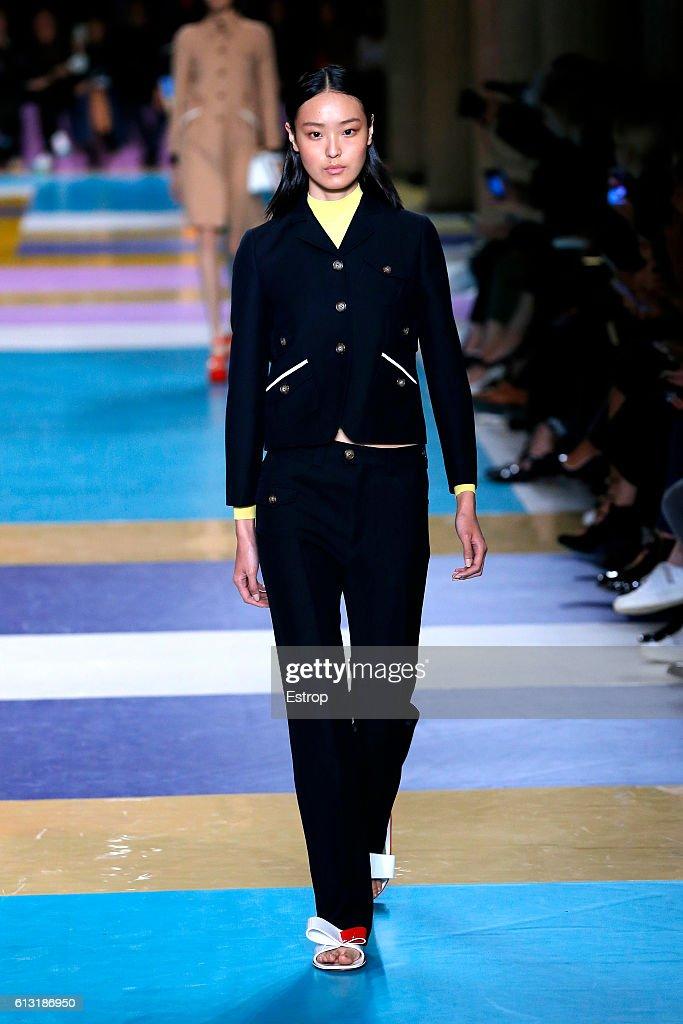 Miu Miu : Runway - Paris Fashion Week Womenswear Spring/Summer 2017 : News Photo