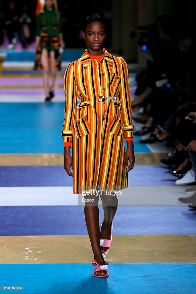 Miu Miu : Runway - Paris Fashion Week Womenswear Spring/Summer 2017 : News Photo