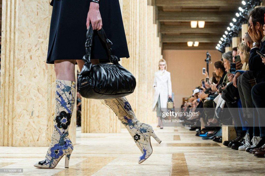 Miu Miu : Runway - Paris Fashion Week - Womenswear Spring Summer 2020 : ニュース写真
