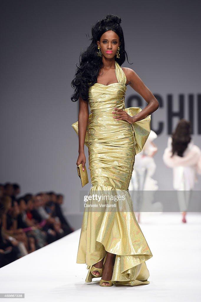 Moschino - Runway - Milan Fashion Week Womenswear Spring/Summer 2015 : News Photo