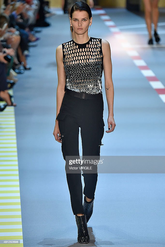 Mugler : Runway - Paris Fashion Week Womenswear Spring/Summer 2016 : News Photo
