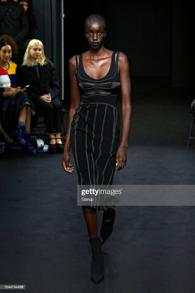 Mugler : Runway - Paris Fashion Week Womenswear Spring/Summer 2019 : News Photo