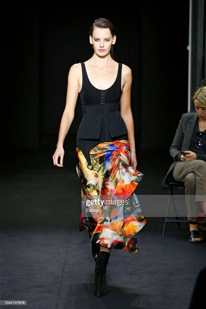 Mugler : Runway - Paris Fashion Week Womenswear Spring/Summer 2019 : ニュース写真