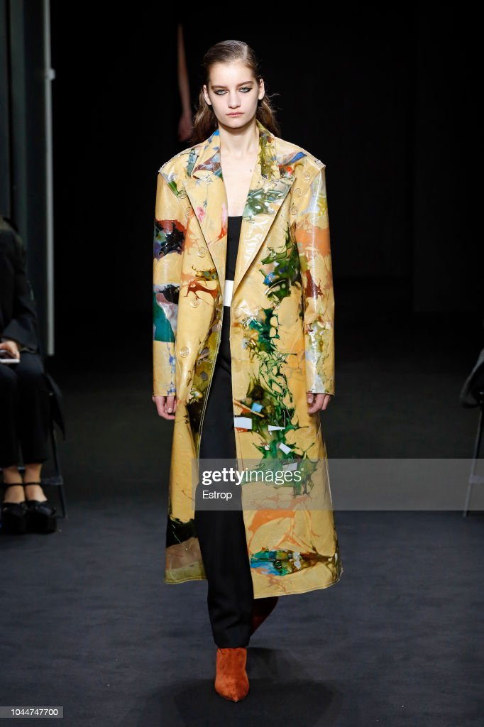 Mugler : Runway - Paris Fashion Week Womenswear Spring/Summer 2019 : ニュース写真
