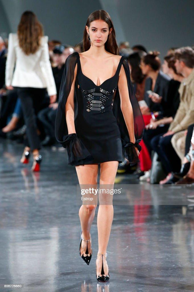 Mugler : Runway - Paris  Fashion Week Womenswear Spring/Summer 2018 : ニュース写真