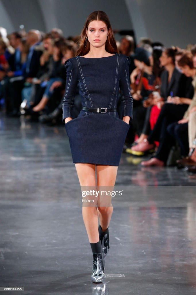 Mugler : Runway - Paris  Fashion Week Womenswear Spring/Summer 2018 : News Photo