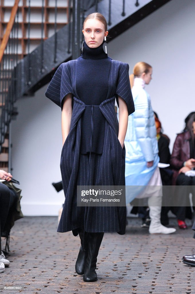 Nehera : Runway - Paris Fashion Week Womenswear Fall/Winter 2017/2018 : News Photo