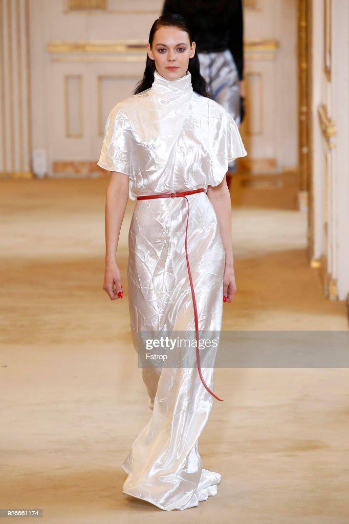 Nina Ricci : Runway - Paris Fashion Week Womenswear Fall/Winter 2018/2019 : ニュース写真