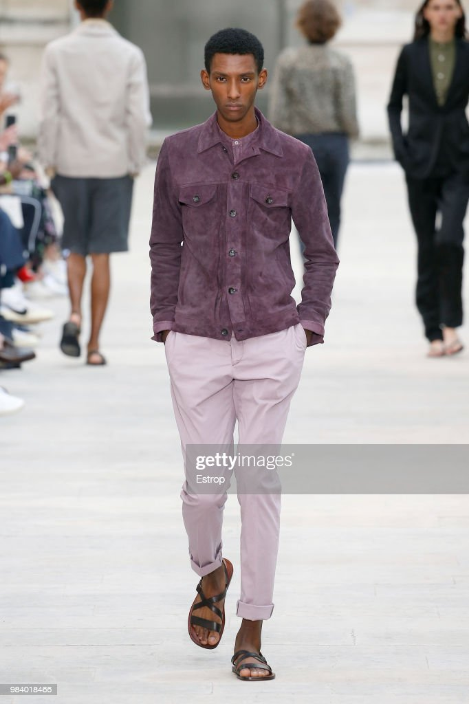 Officine Generale: Runway - Paris Fashion Week - Menswear Spring/Summer 2019 : Fotografía de noticias