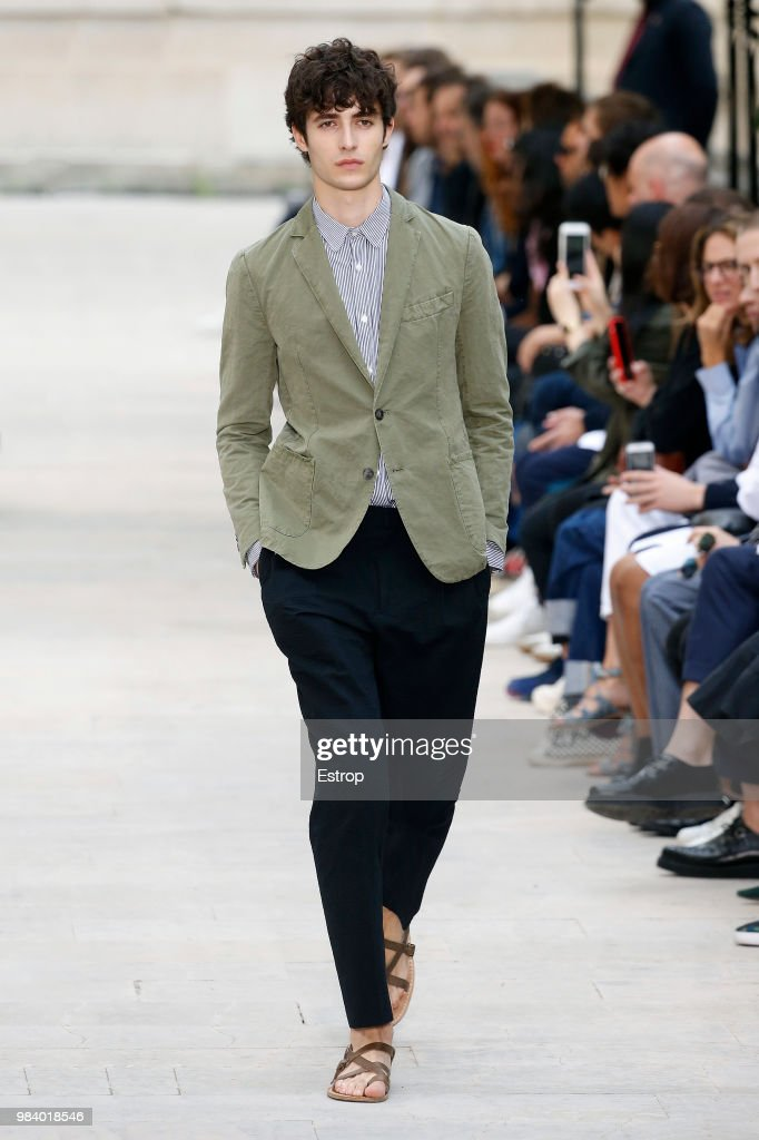Officine Generale: Runway - Paris Fashion Week - Menswear Spring/Summer 2019 : News Photo