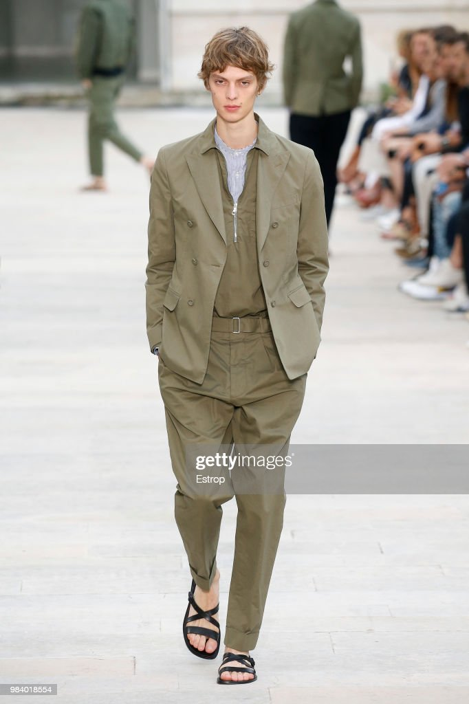 Officine Generale: Runway - Paris Fashion Week - Menswear Spring/Summer 2019 : ニュース写真