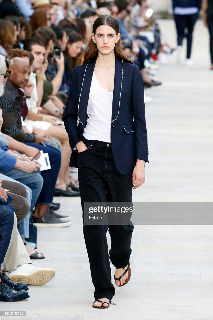 Officine Generale: Runway - Paris Fashion Week - Menswear Spring/Summer 2019 : Nachrichtenfoto