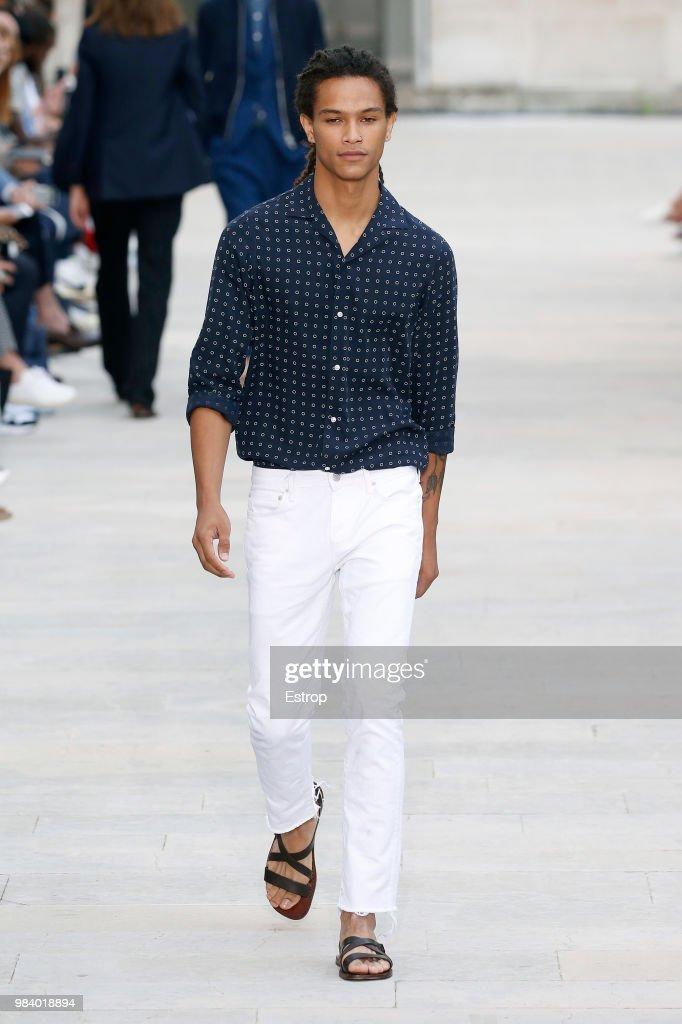 Officine Generale: Runway - Paris Fashion Week - Menswear Spring/Summer 2019 : Fotografía de noticias