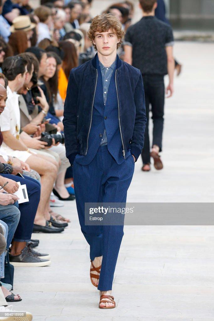 Officine Generale: Runway - Paris Fashion Week - Menswear Spring/Summer 2019 : News Photo