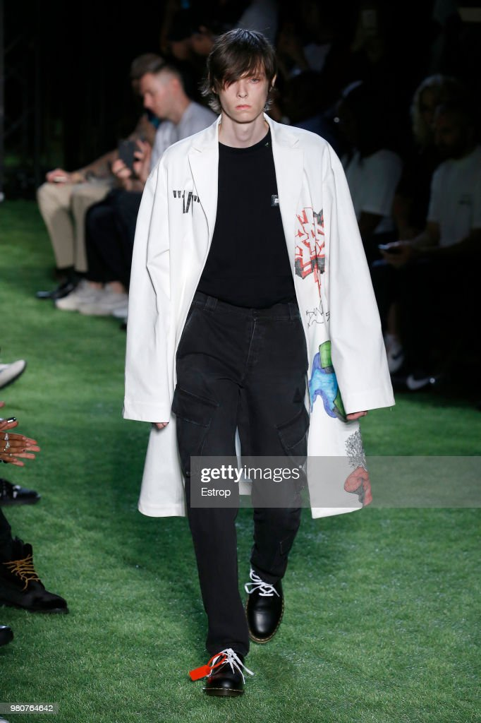 Off-White : Runway - Paris Fashion Week - Menswear Spring/Summer 2019 : ニュース写真