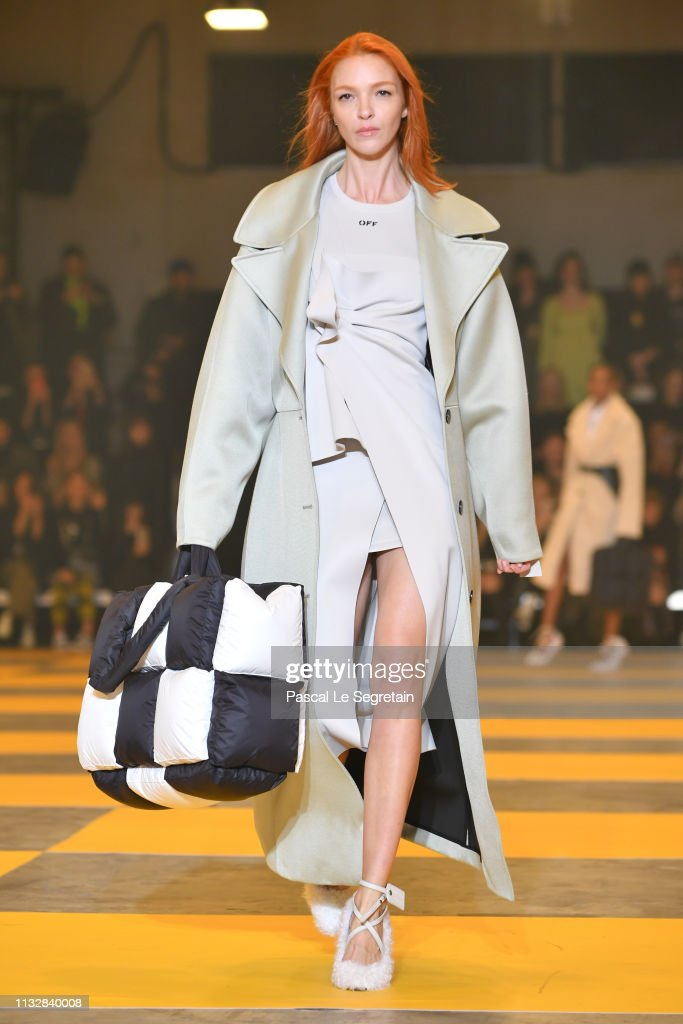 Off-White : Runway - Paris Fashion Week Womenswear Fall/Winter 2019/2020 : News Photo