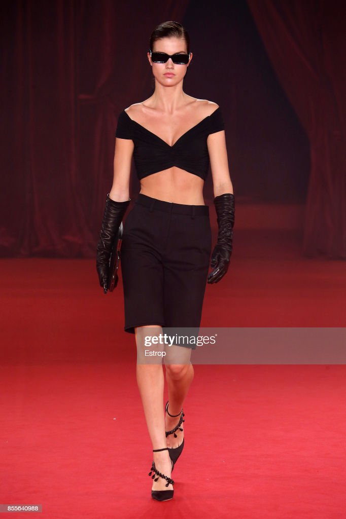 Off/White : Runway - Paris Fashion Week Womenswear Spring/Summer 2018 : ニュース写真
