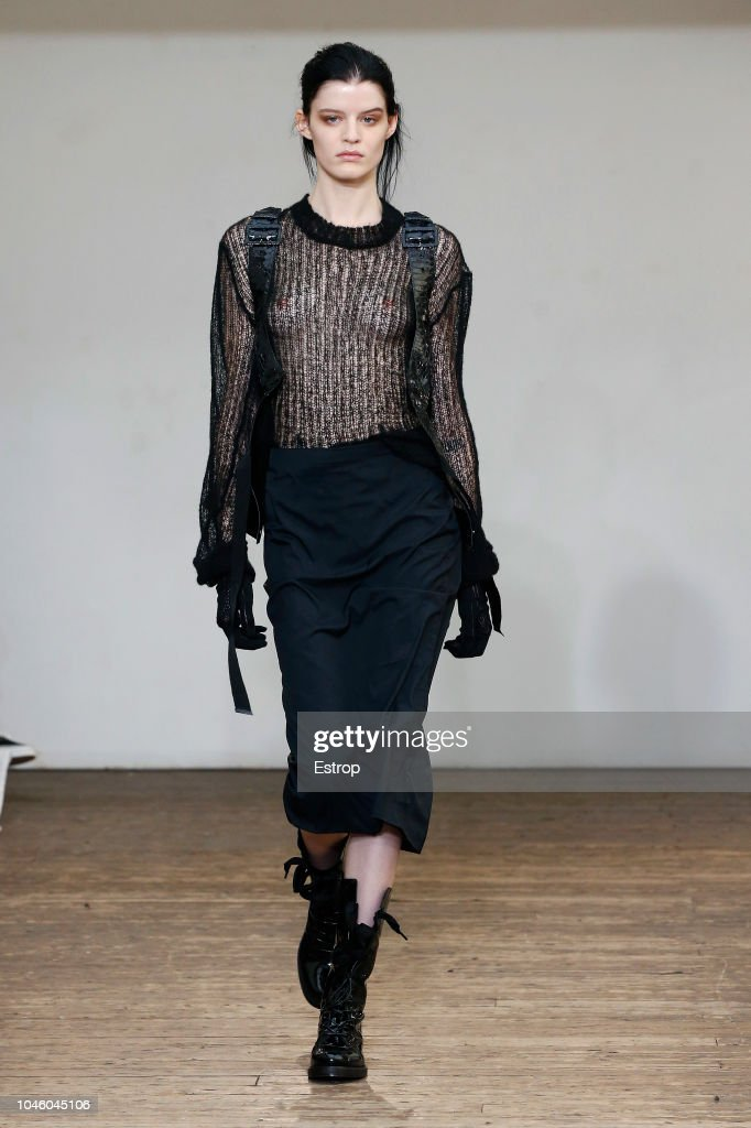 Olivier Theyskens : Runway - Paris Fashion Week Womenswear Spring/Summer  2019 : News Photo