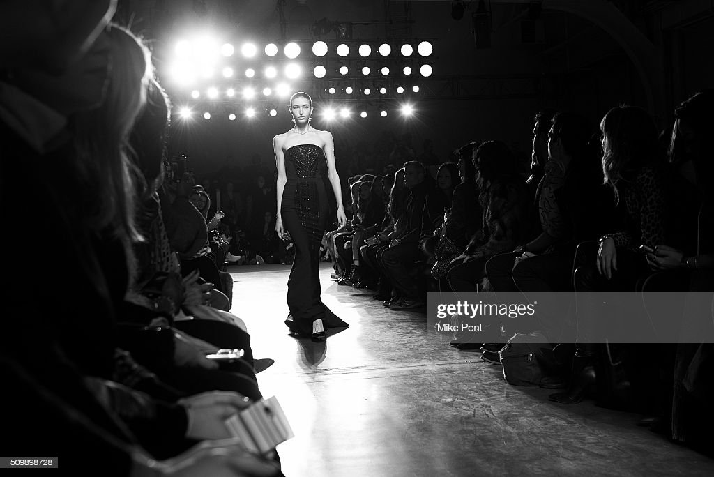Pamella Roland - Front Row & Backstage - Fall 2016 New York Fashion Week : News Photo