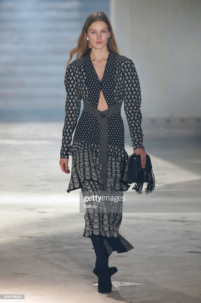 model-walks-the-runway-during-the-proenza-schouler-spring-summer-2018-picture-id909196362