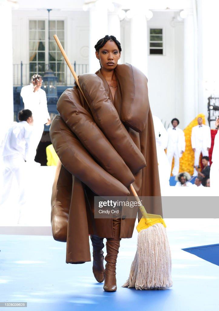 Pyer Moss Couture : Runway - Paris Fashion Week - Haute Couture Fall/Winter 2021/2022 : News Photo