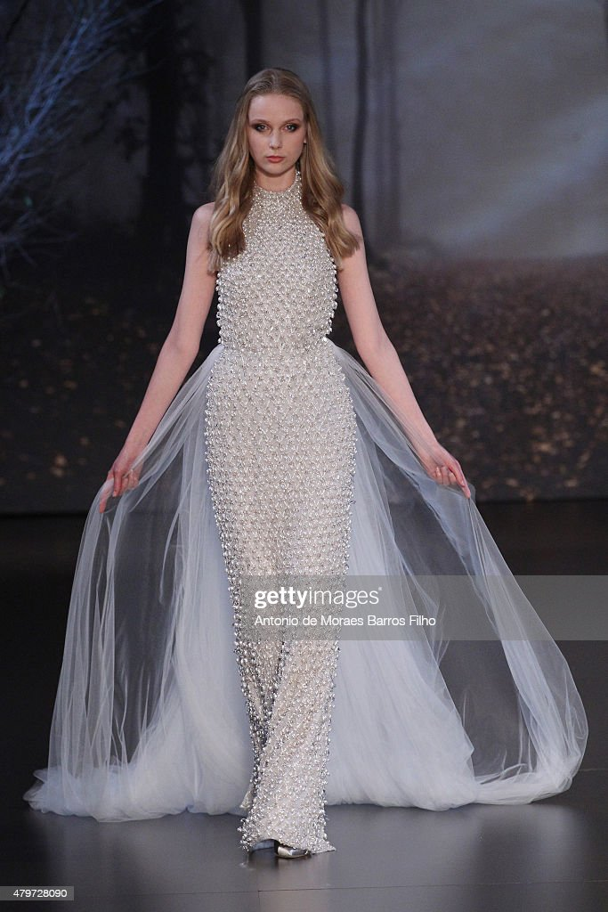 Ralph & Russo : Runway - Paris Fashion Week - Haute Couture Fall/Winter 2015/2016 : News Photo