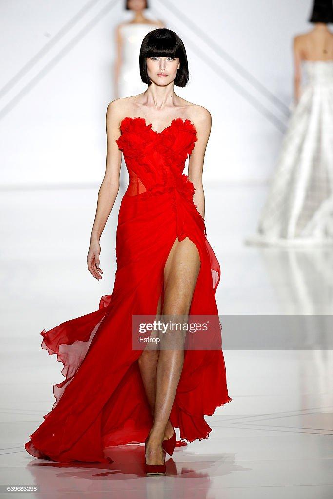 Ralph & Russo : Runway - Paris Fashion Week - Haute Couture Spring Summer 2017 : News Photo
