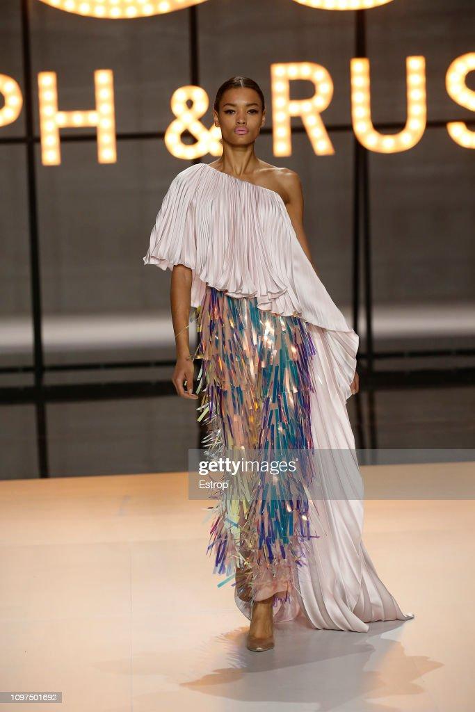 Ralph & Russo : Runway - Paris Fashion Week - Haute Couture Spring Summer 2019 : News Photo