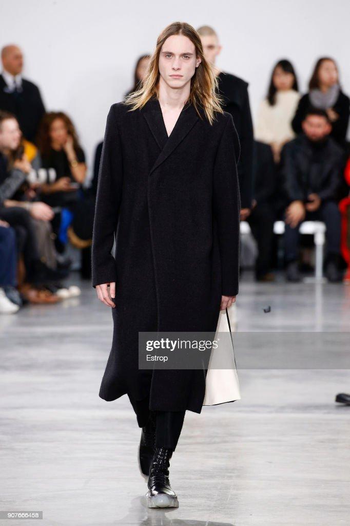 Rick Owens : Runway - Paris Fashion Week - Menswear F/W 2018-2019 : ニュース写真