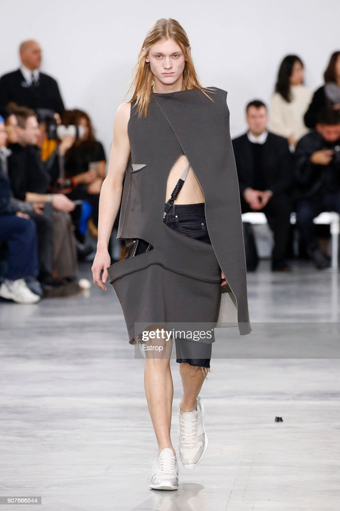 Rick Owens : Runway - Paris Fashion Week - Menswear F/W 2018-2019 : Nachrichtenfoto