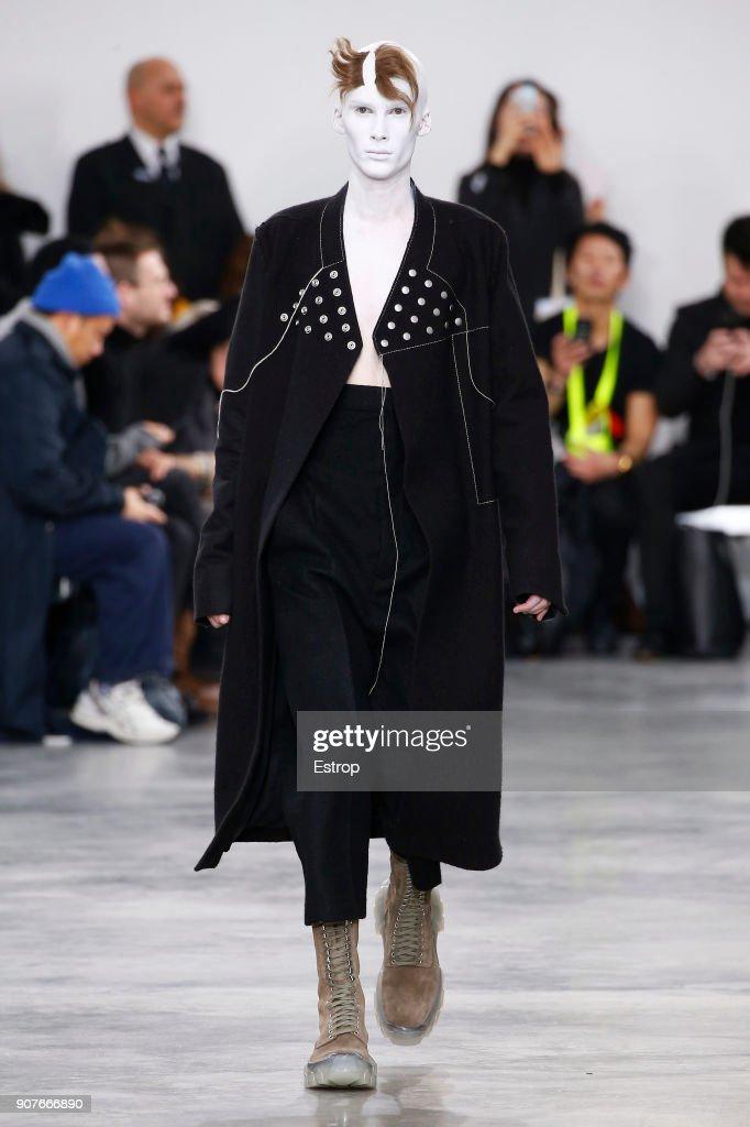 Rick Owens : Runway - Paris Fashion Week - Menswear F/W 2018-2019 : Nachrichtenfoto