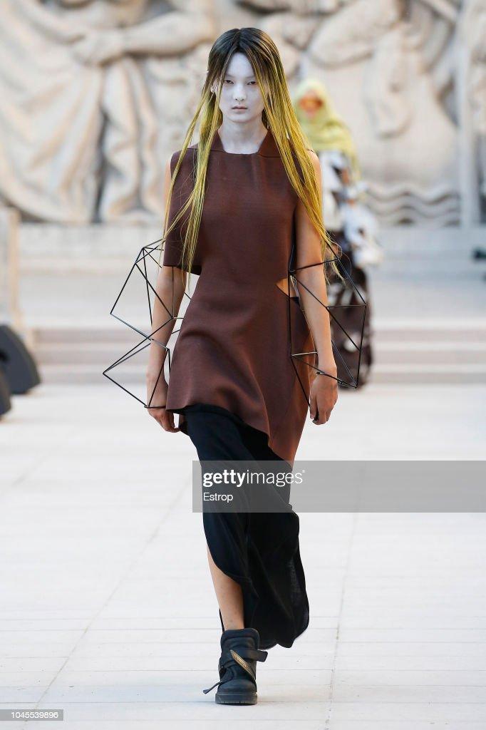 Rick Owens : Runway - Paris Fashion Week Womenswear Spring/Summer 2019 : ニュース写真