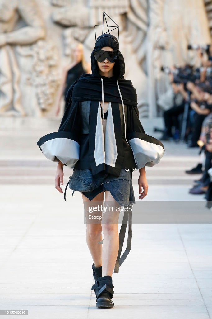 Rick Owens : Runway - Paris Fashion Week Womenswear Spring/Summer 2019 : ニュース写真