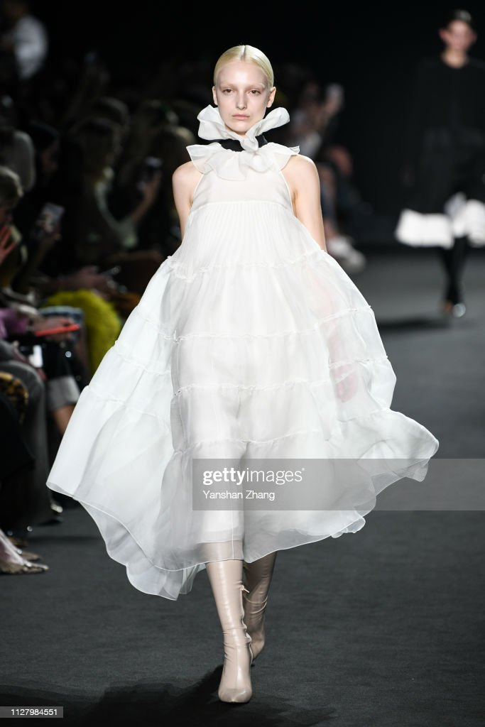 Rochas : Runway - Paris Fashion Week Womenswear Fall/Winter 2019/2020 : Photo d'actualité