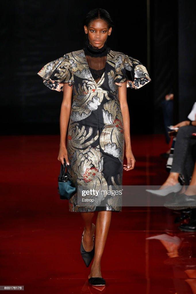 Rochas : Runway - Paris Fashion Week Womenswear Spring/Summer 2018 : ニュース写真