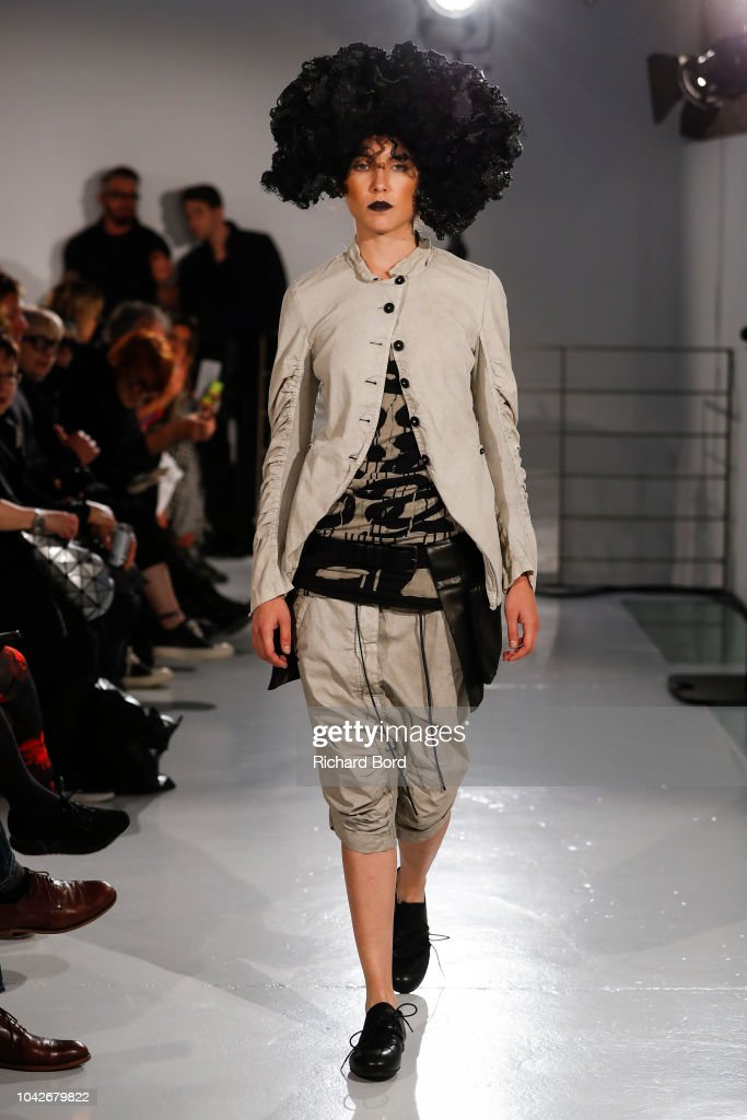 model-walks-the-runway-during-the-rundzhold-show-as-part-of-the-paris-picture-id1042679822