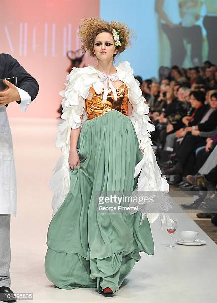 18 Ryerson University School Of Fashion Photos And Premium High Res Pictures Getty Images