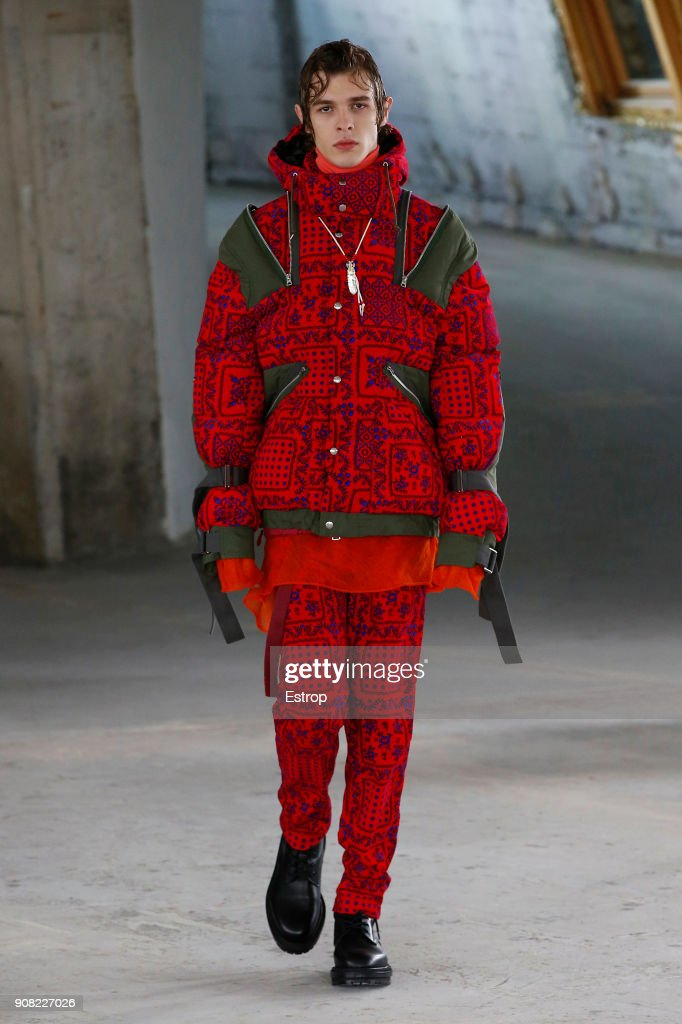 Sacai : Runway - Paris Fashion Week - Menswear F/W 2018-2019 : Nachrichtenfoto