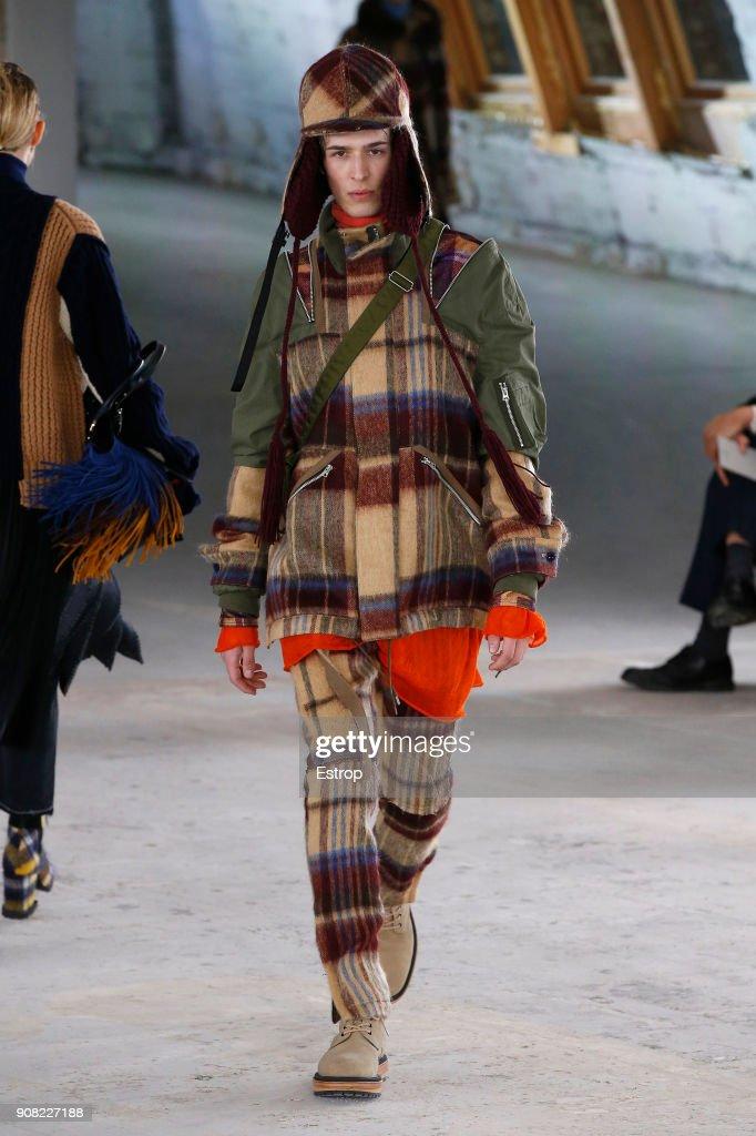 Sacai : Runway - Paris Fashion Week - Menswear F/W 2018-2019 : ニュース写真