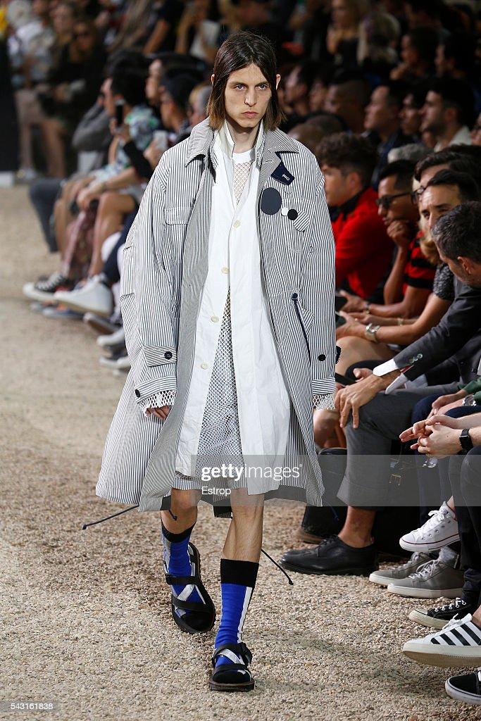 Sacai : Runway - Paris Fashion Week - Menswear Spring/Summer 2017 : News Photo