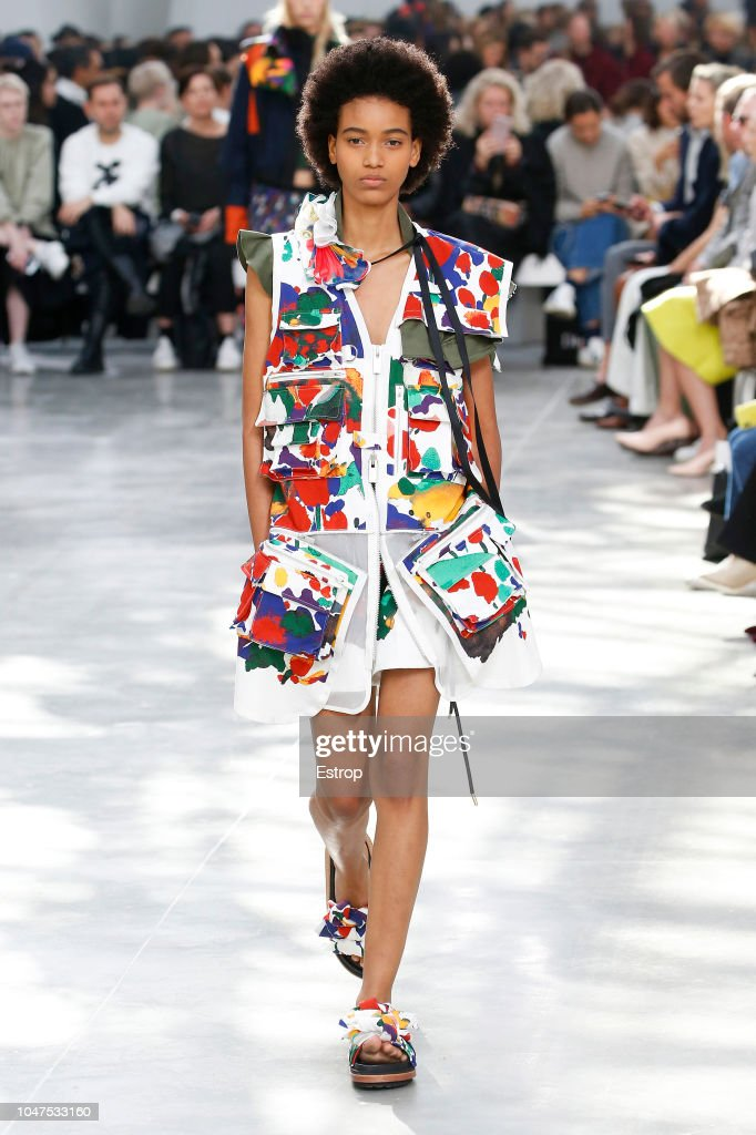 Sacai : Runway - Paris Fashion Week Womenswear Spring/Summer 2019 : ニュース写真