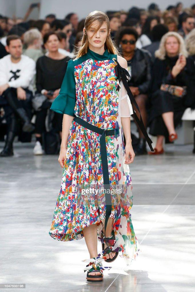 Sacai : Runway - Paris Fashion Week Womenswear Spring/Summer 2019 : ニュース写真