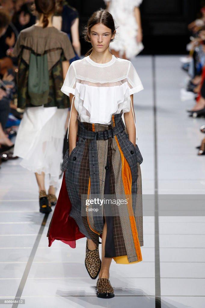 Sacai : Runway - Paris Fashion Week Womenswear Spring/Summer 2018 : ニュース写真