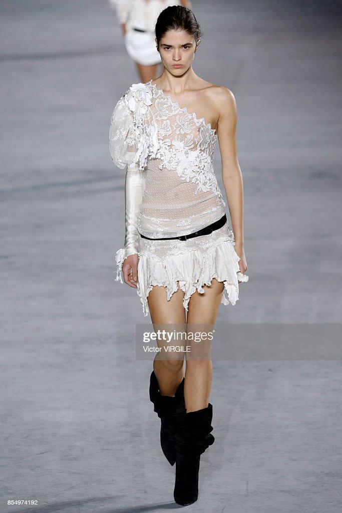 Saint Laurent : Runway - Paris Fashion Week Womenswear Spring/Summer 2018 : Nieuwsfoto's