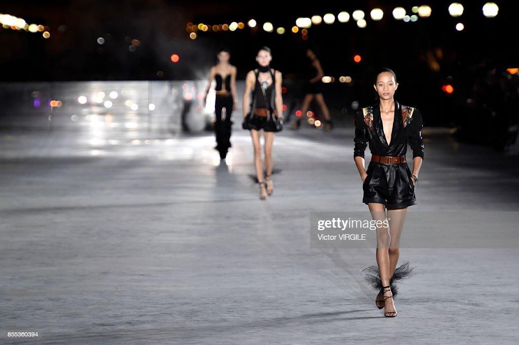 Saint Laurent : Runway - Paris Fashion Week Womenswear Spring/Summer 2018 : News Photo