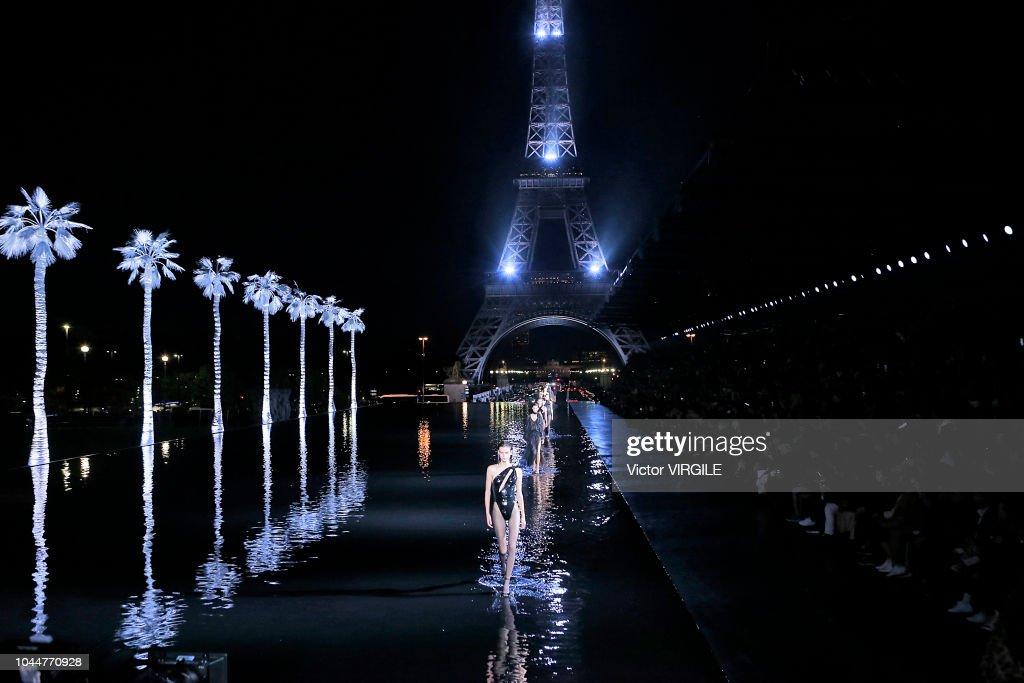 Saint Laurent : Runway - Paris Fashion Week Womenswear Spring/Summer 2019 : News Photo