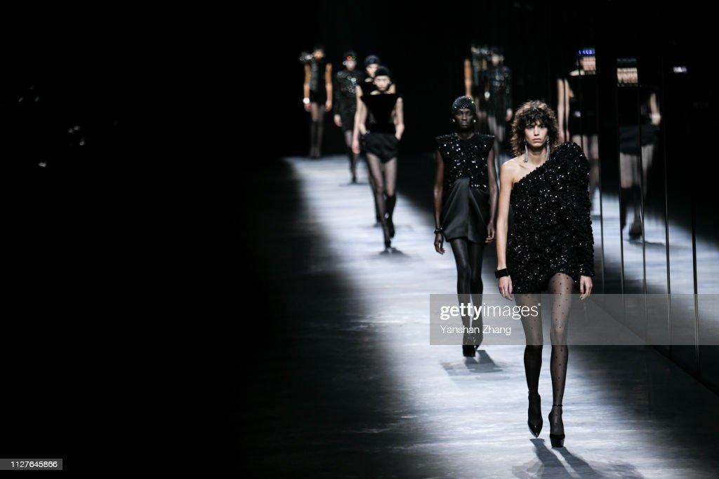 Saint Laurent : Runway - Paris Fashion Week Womenswear Fall/Winter 2019/2020 : ニュース写真