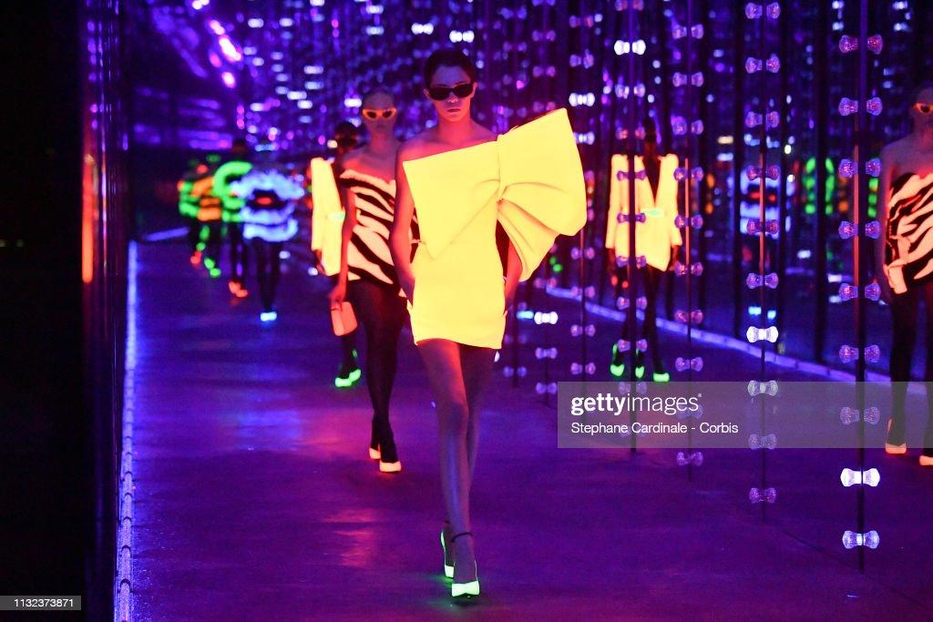Saint Laurent : Runway - Paris Fashion Week Womenswear Fall/Winter 2019/2020 : News Photo